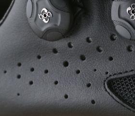 マウンテンシューズのLAKE MX237のアッパーは最高級の牛革『フルグレイン』を使用。MTBシューズ、シクロクロスシューズ、サイクリングシューズの老舗ブランド『LAKE』。