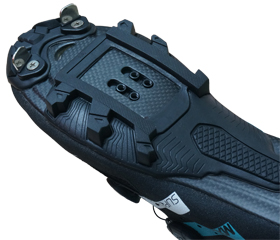 マウンテンシューズ、シクロクロスシューズのLAKE MX237 スーパークロスのアウトソールはカーボン製。シクロクロス用スパイクを標準装備。MTBシューズ、サイクリングシューズの老舗ブランド『LAKE』。