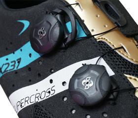 マウンテンシューズ、シクロクロスシューズのLAKE MX237 スーパークロスのクロージャーはBoaダイアルを採用。MTBシューズ、サイクリングシューズの老舗ブランド『LAKE』。