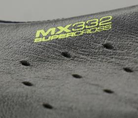 マウンテンシューズ、シクロクロスシューズのLAKE MX332 スーパークロスのアッパーはカンガルー本革を使用。MTBシューズ、サイクリングシューズの老舗ブランド『LAKE』。